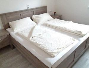 Doppelbett in unserer Ferienwohung in Weigenheim